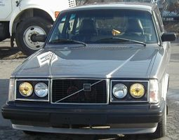 The Volvo 240 was Volvo's best-selling car from 1975 until 1982 ...