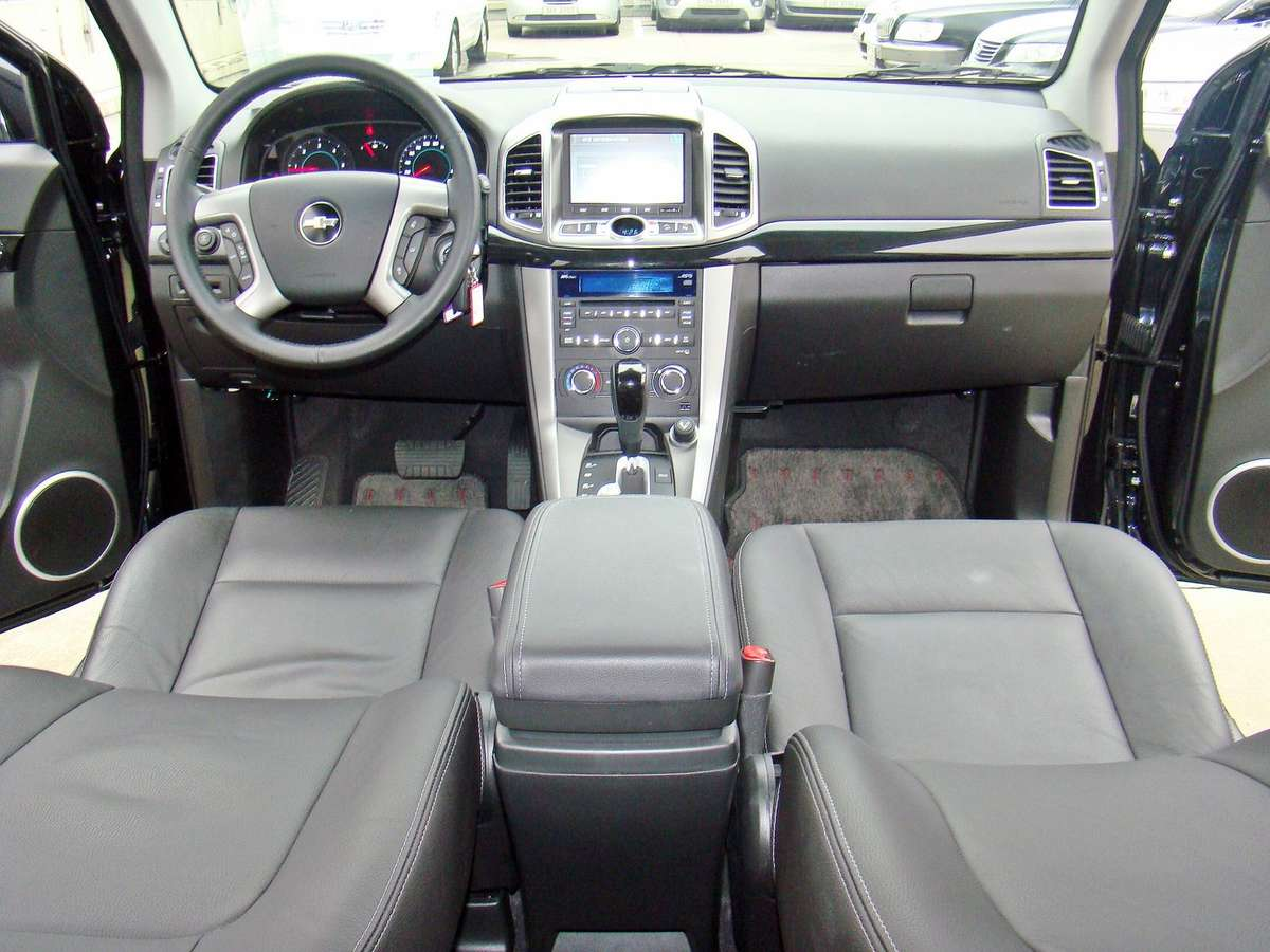 seater sale captiva used for chevrolet vcti crowborough car sussex east in infinity