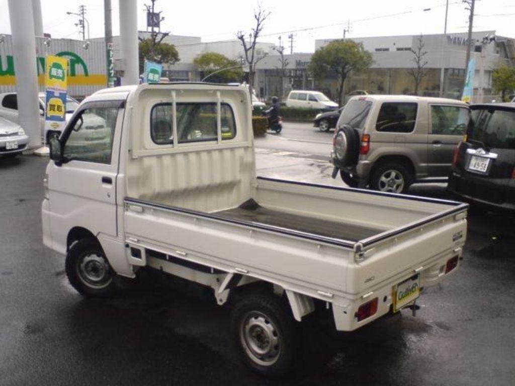2006 Daihatsu Hijet Photos