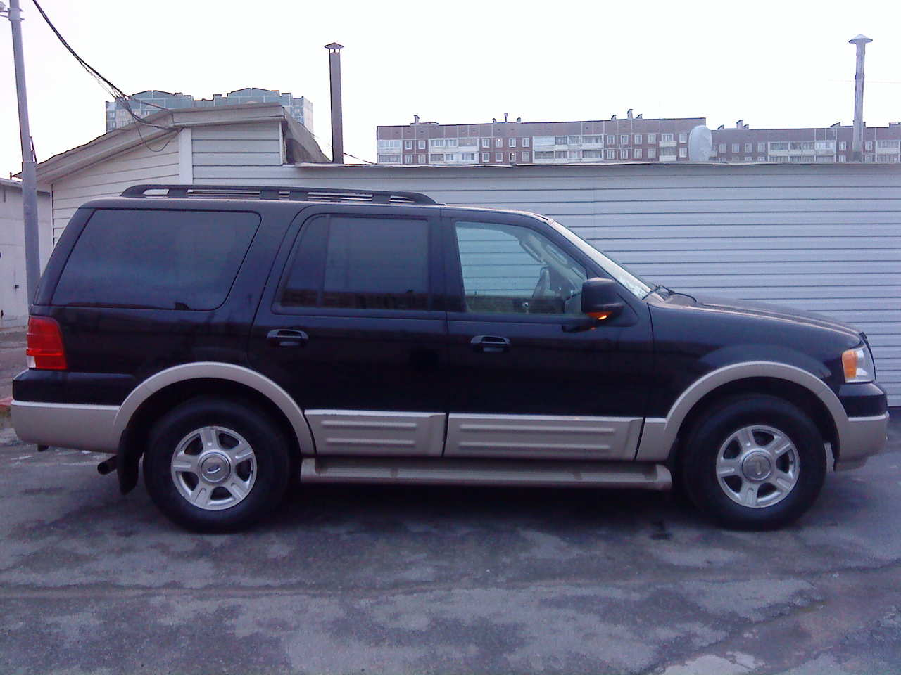 2005 Ford Expedition Specs  Engine Size 5400cm3  Fuel Type Gasoline  Transmission Gearbox Automatic