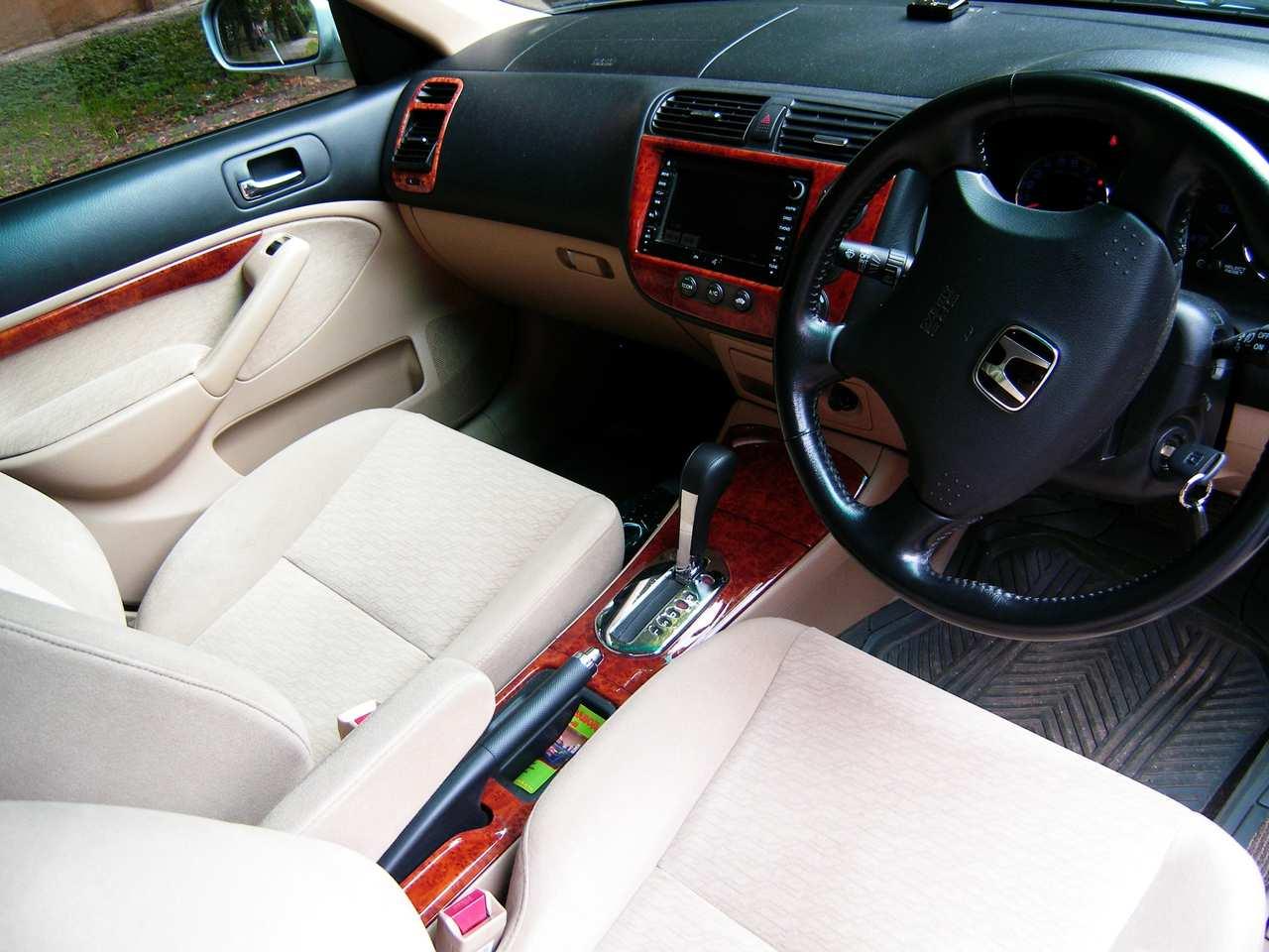 2004 Honda Civic Hybrid Photos