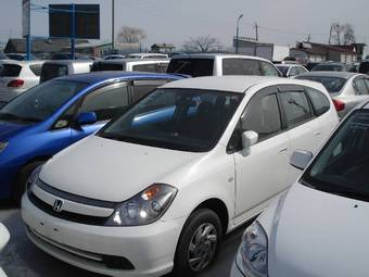 2005 Honda Stream Photos
