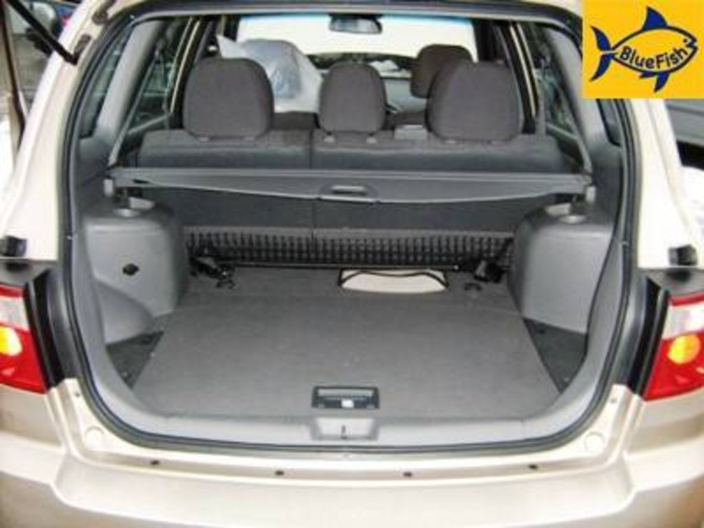 2004 Kia Carens Photos