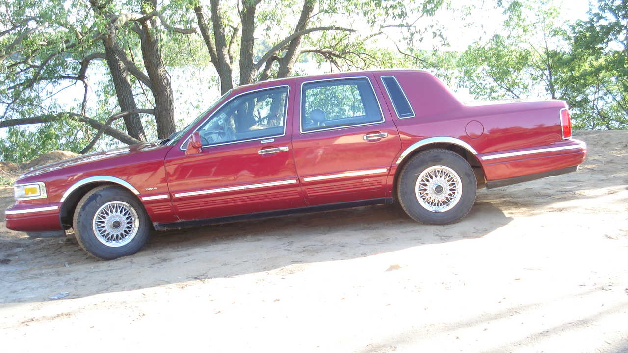 1995 lincoln town car pictures gasoline fr or rr automatic for sale. Black Bedroom Furniture Sets. Home Design Ideas