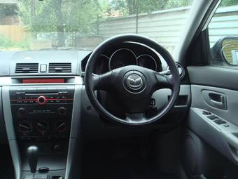 2003 Mazda Axela Photos
