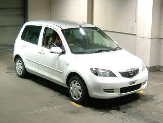 2002 Mazda Demio Pics