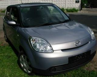 2005 Mazda Verisa Pictures