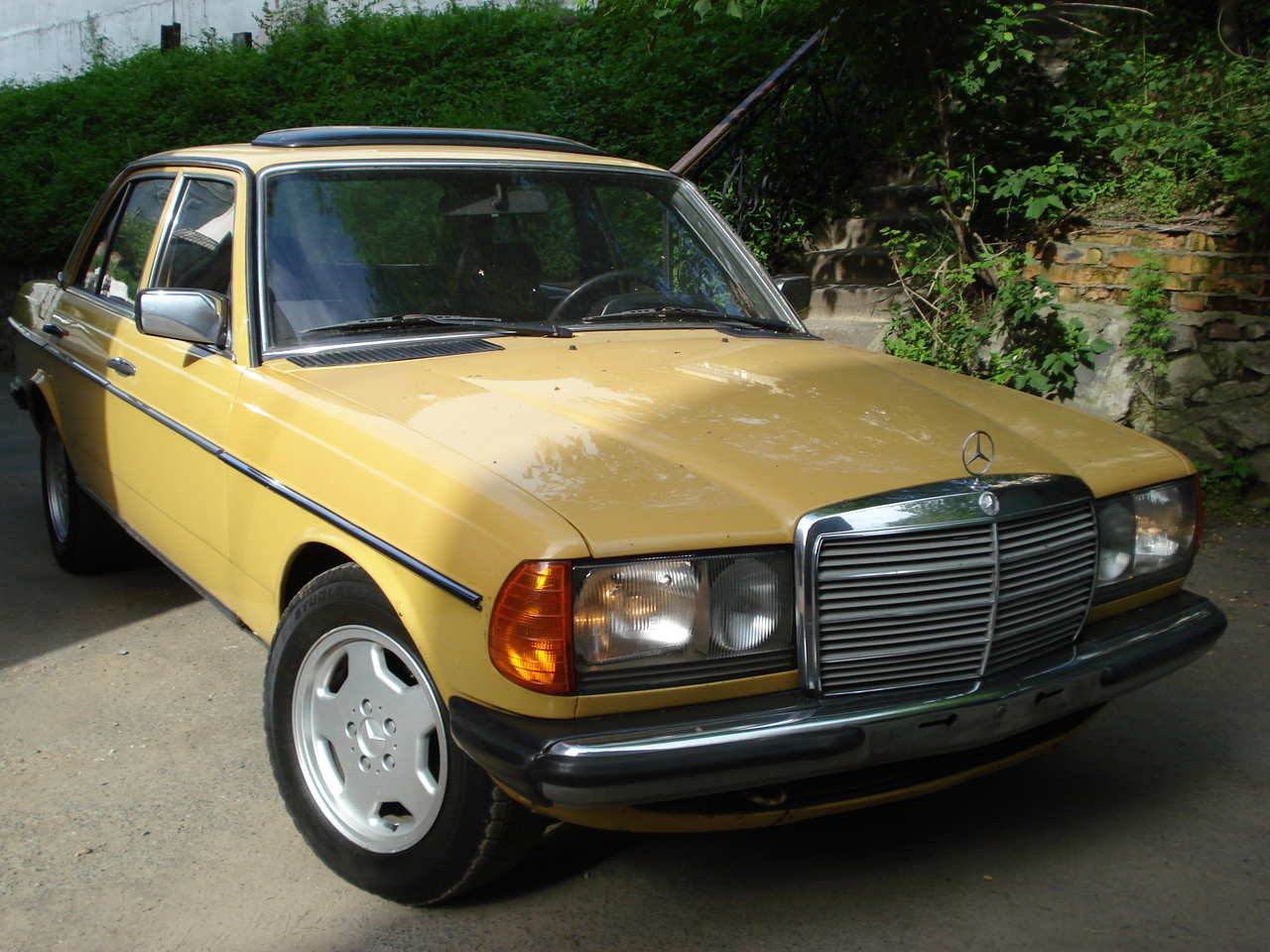 1980 mercedes benz e class pictures 2300cc gasoline fr for How long does it take to build a mercedes benz