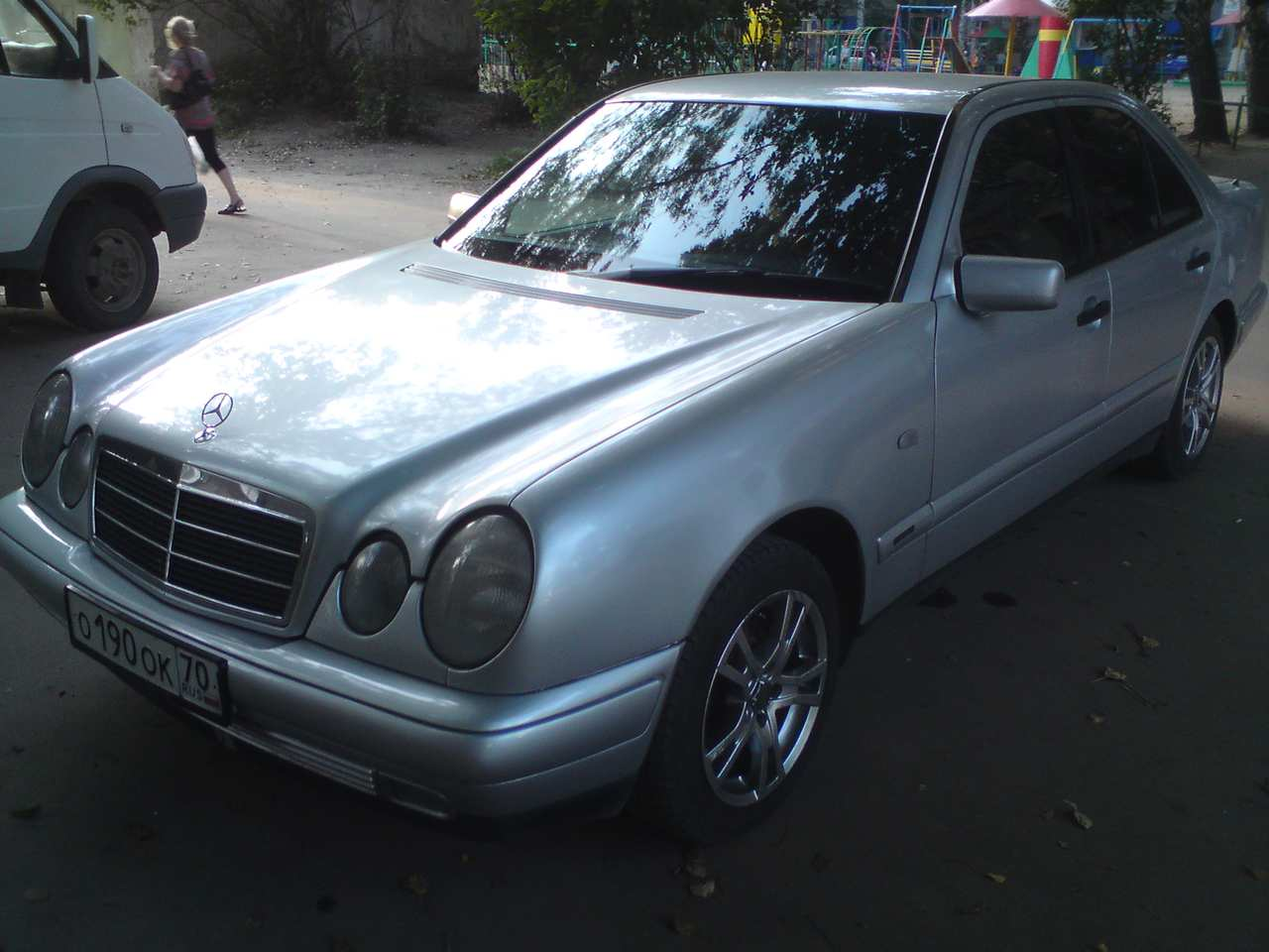 Service manual buy car manuals 1995 mercedes benz e class for 2003 mercedes benz e320 owners manual
