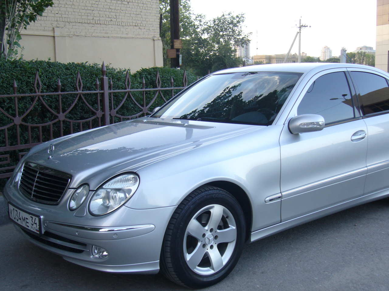2005 mercedes benz e class photos 2 0 gasoline fr or rr for Mercedes benz 2005 e class