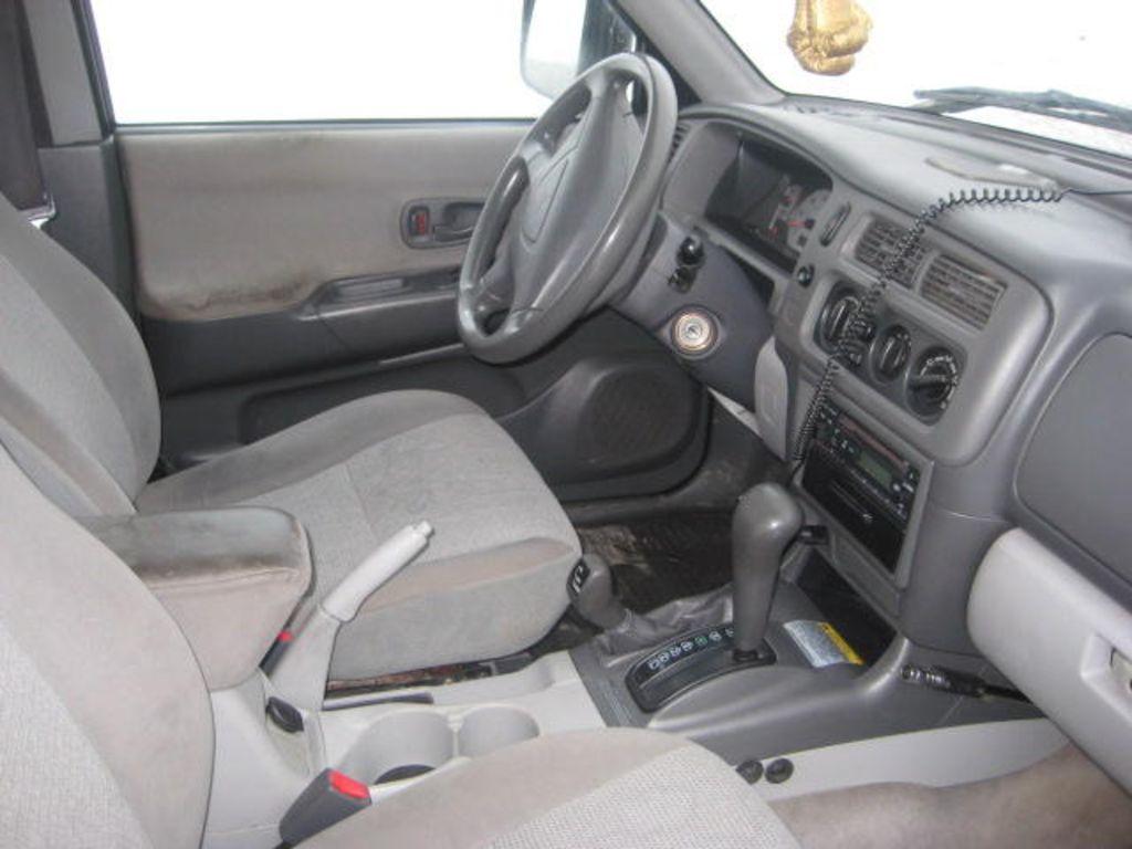 2002 Mitsubishi Montero Sport Pictures