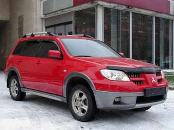 2005 Mitsubishi Outlander Pictures