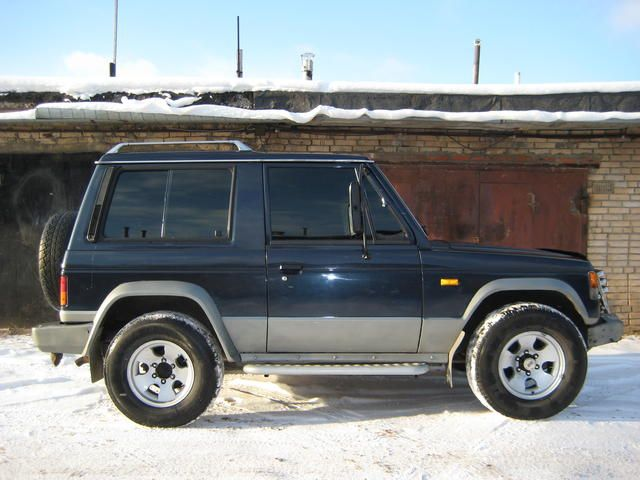 1990 Mitsubishi Pajero Pictures