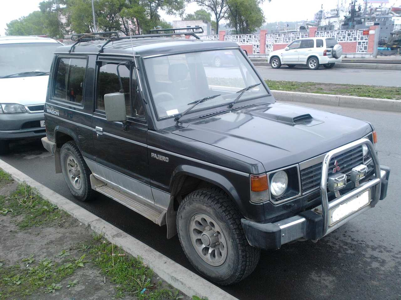 used 1990 mitsubishi pajero photos 2400cc diesel automatic for sale. Black Bedroom Furniture Sets. Home Design Ideas
