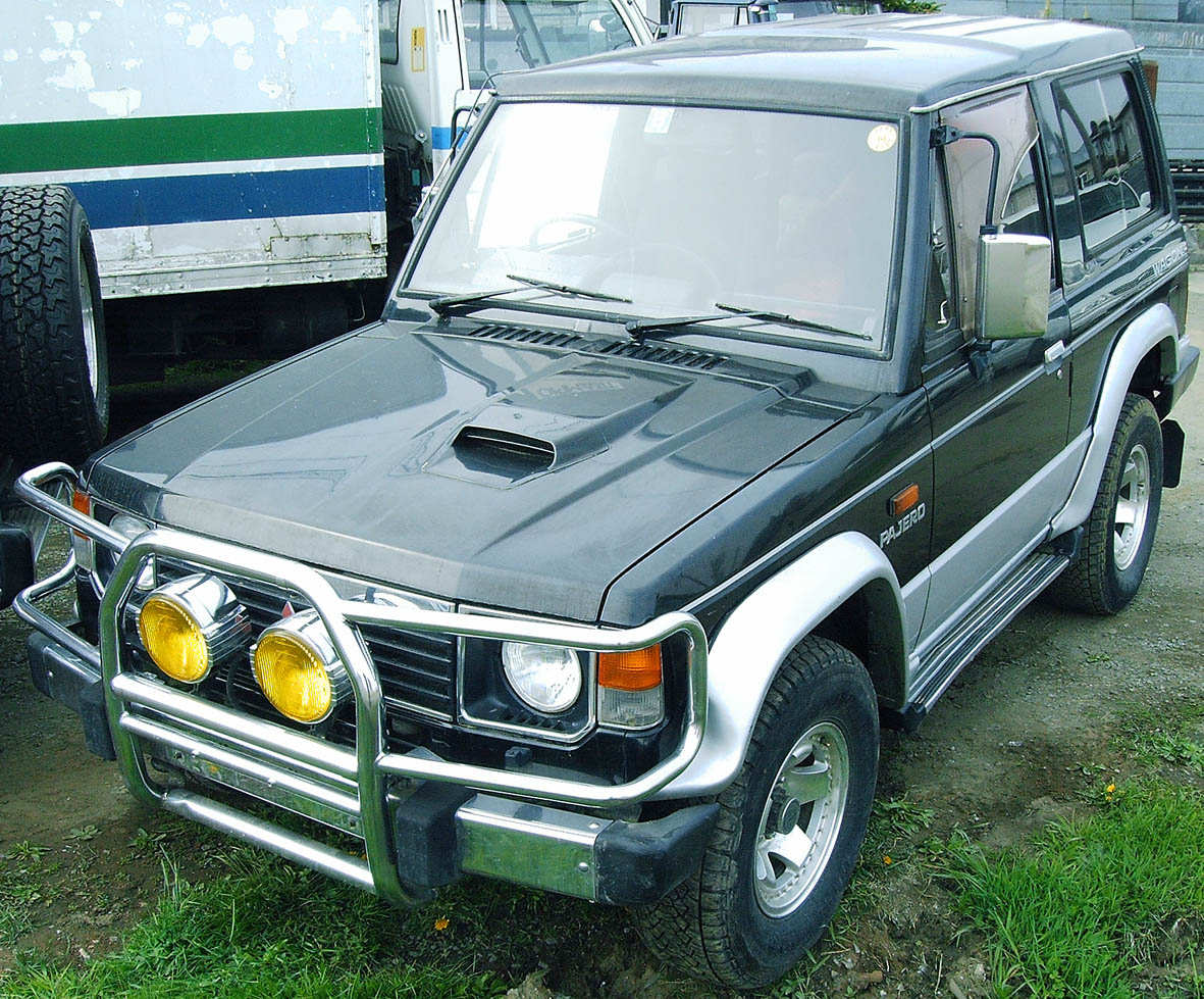 used 1990 mitsubishi pajero photos 2476cc diesel automatic for sale. Black Bedroom Furniture Sets. Home Design Ideas