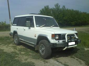 1990 mitsubishi pajero pictures 2500cc diesel automatic for sale. Black Bedroom Furniture Sets. Home Design Ideas