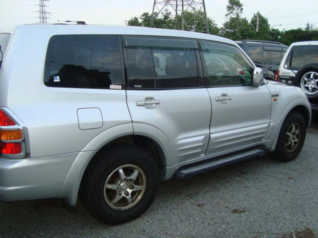 2002 Mitsubishi Pajero Wallpapers