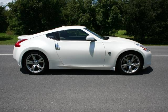 2009 nissan 370z for sale 3 7 gasoline fr or rr. Black Bedroom Furniture Sets. Home Design Ideas