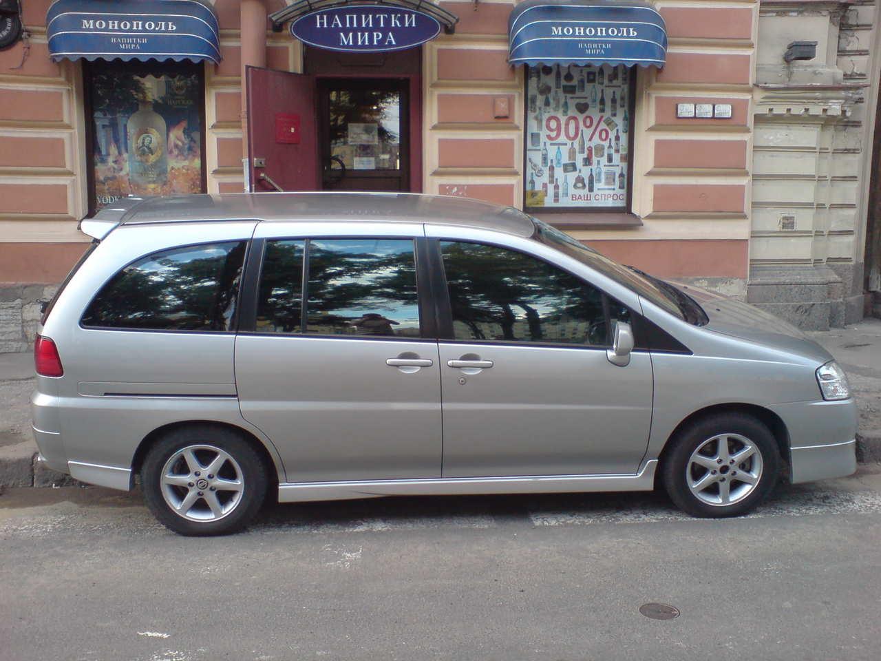 Nissan Liberty 2004