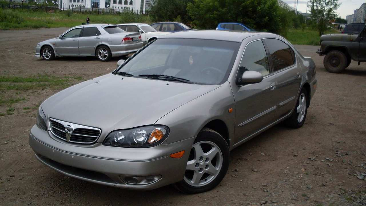 2000 Nissan Maxima Pictures