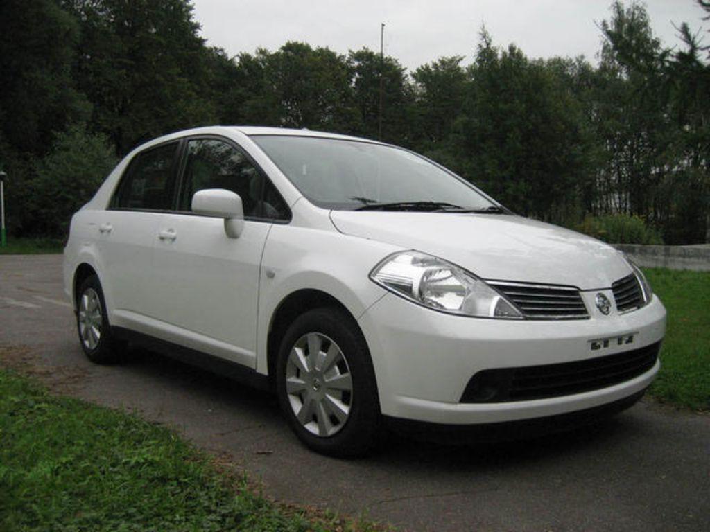 http://www.cars-directory.net/pics/nissan/tiida_latio/2005/nissan_tiida_latio_a1174532472b1190908_orig.jpg