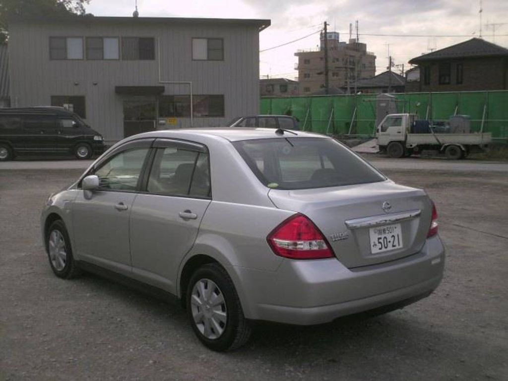 2006 Nissan Tiida Latio Specs  Mpg  Towing Capacity  Size  Photos