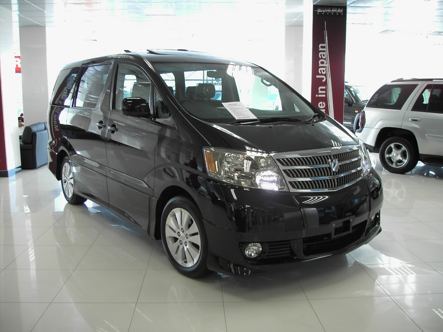 2005 Toyota Alphard Photos