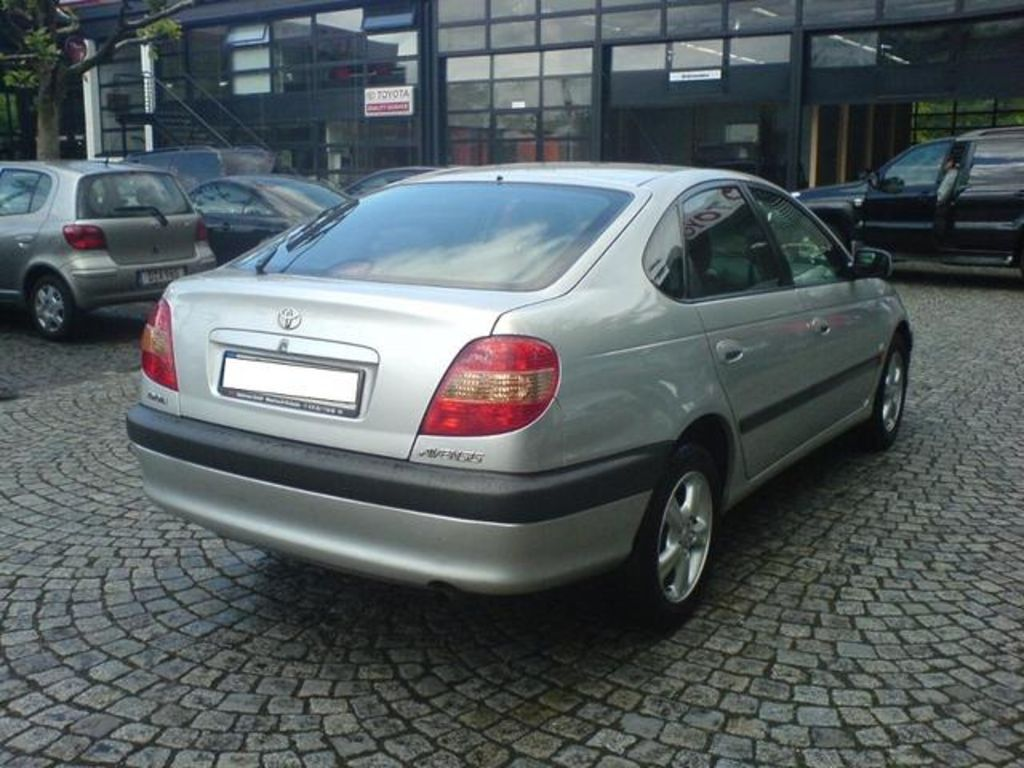 2002 Toyota Avensis Pictures