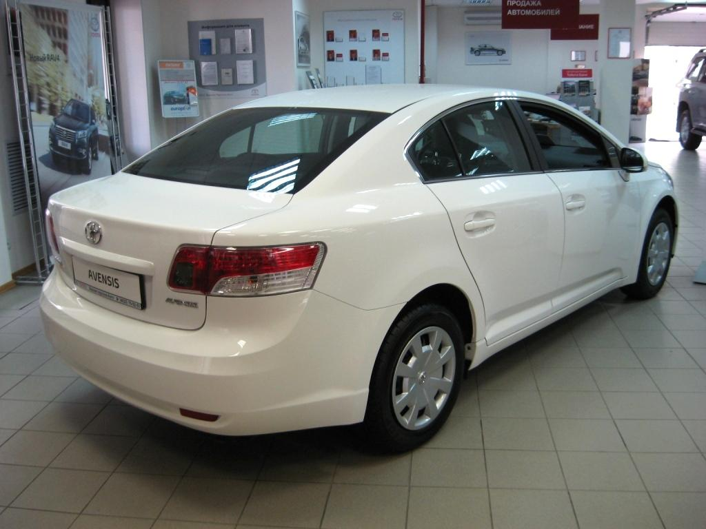 2010 Toyota Avensis Estate photo - 1