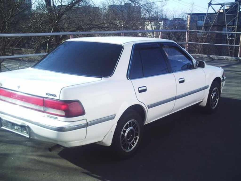 1990 Toyota Corona Pictures