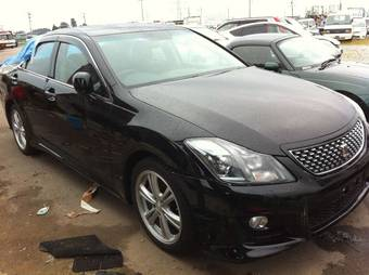 2010 Toyota Crown Photos