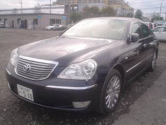 2004 Toyota Crown Majesta Images