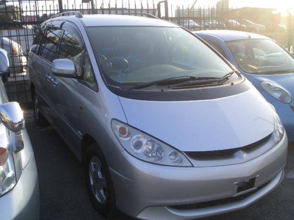 2003 Toyota Estima Pictures