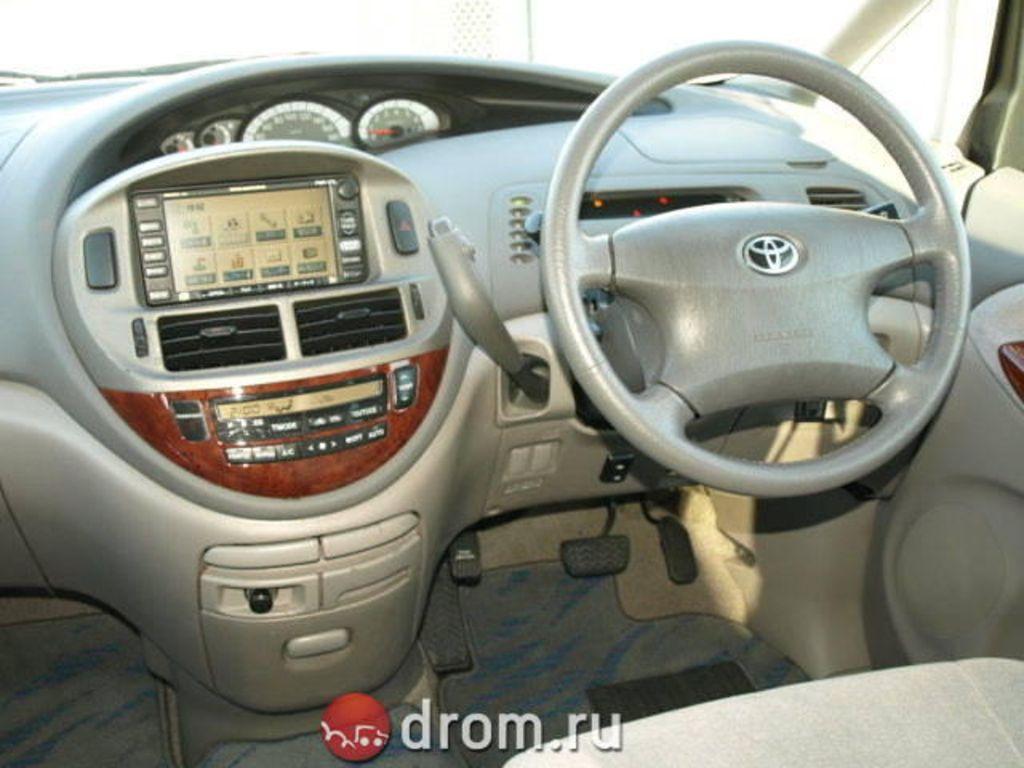 2004 Toyota Estima Pictures