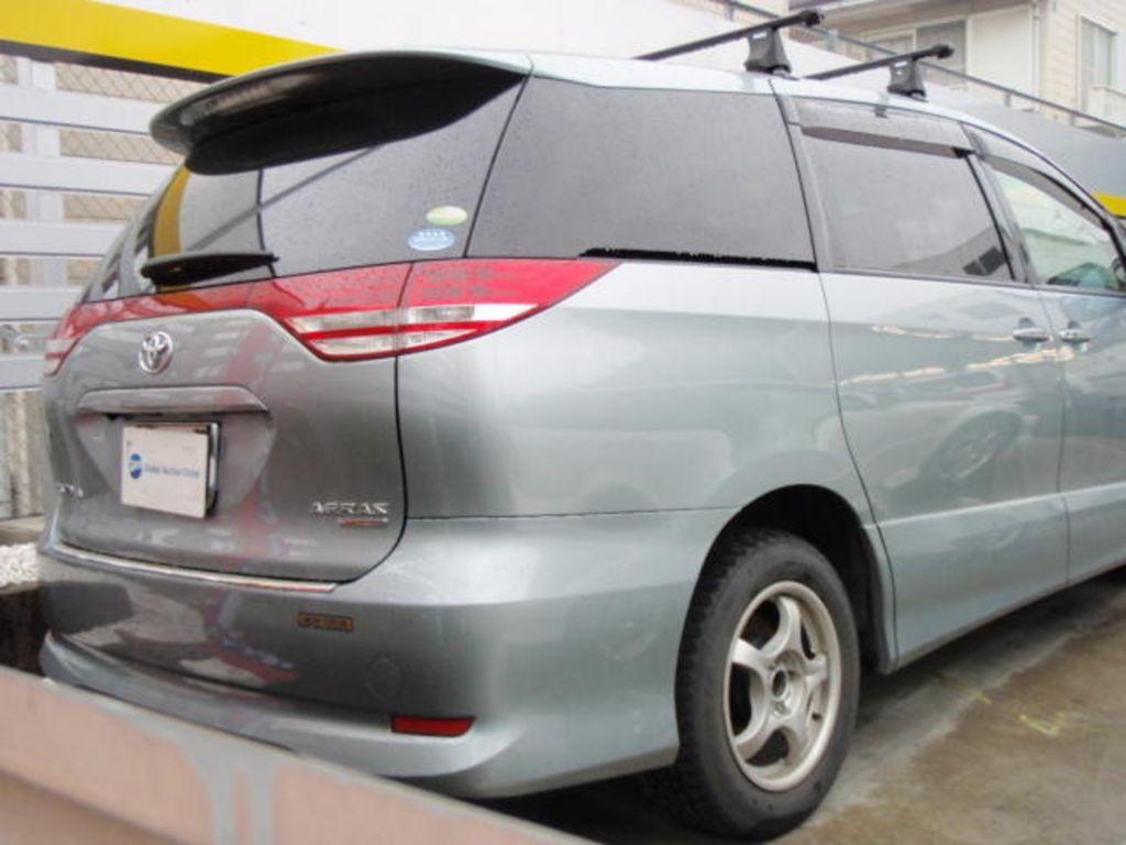 2006 Toyota Estima Pictures