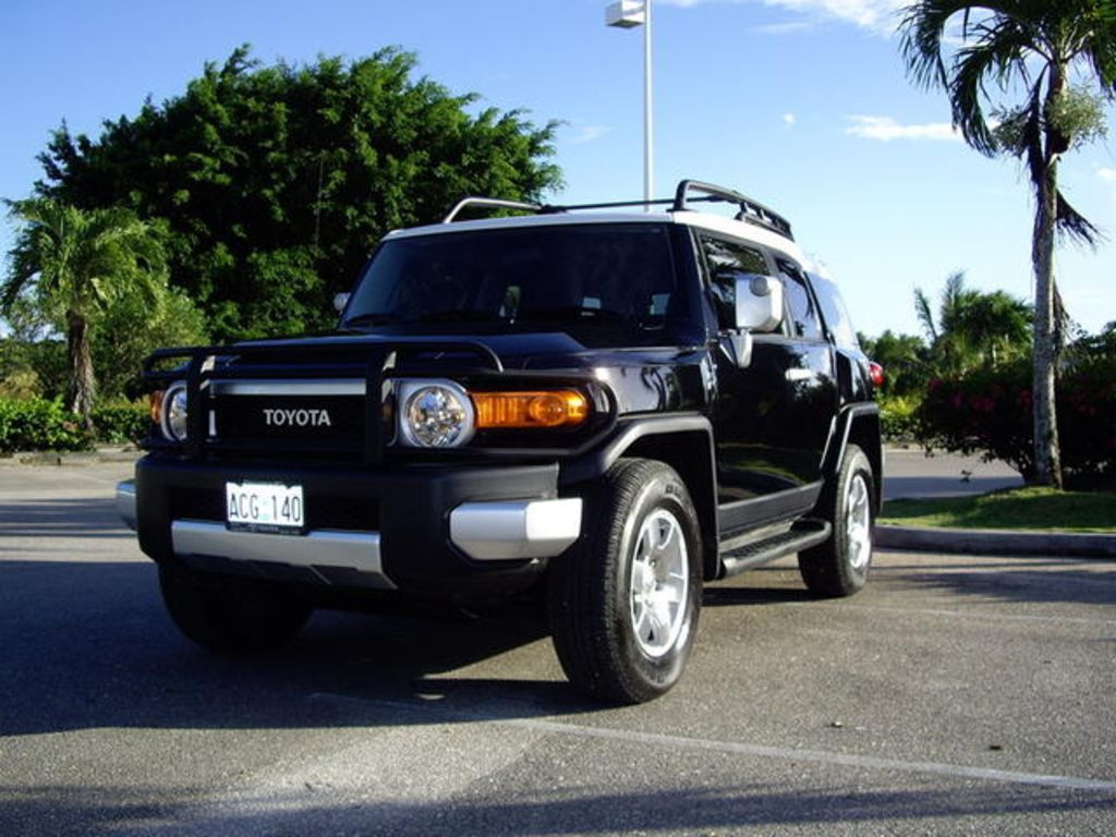 2008 toyota fj cruiser photo gallery of review from car. Black Bedroom Furniture Sets. Home Design Ideas