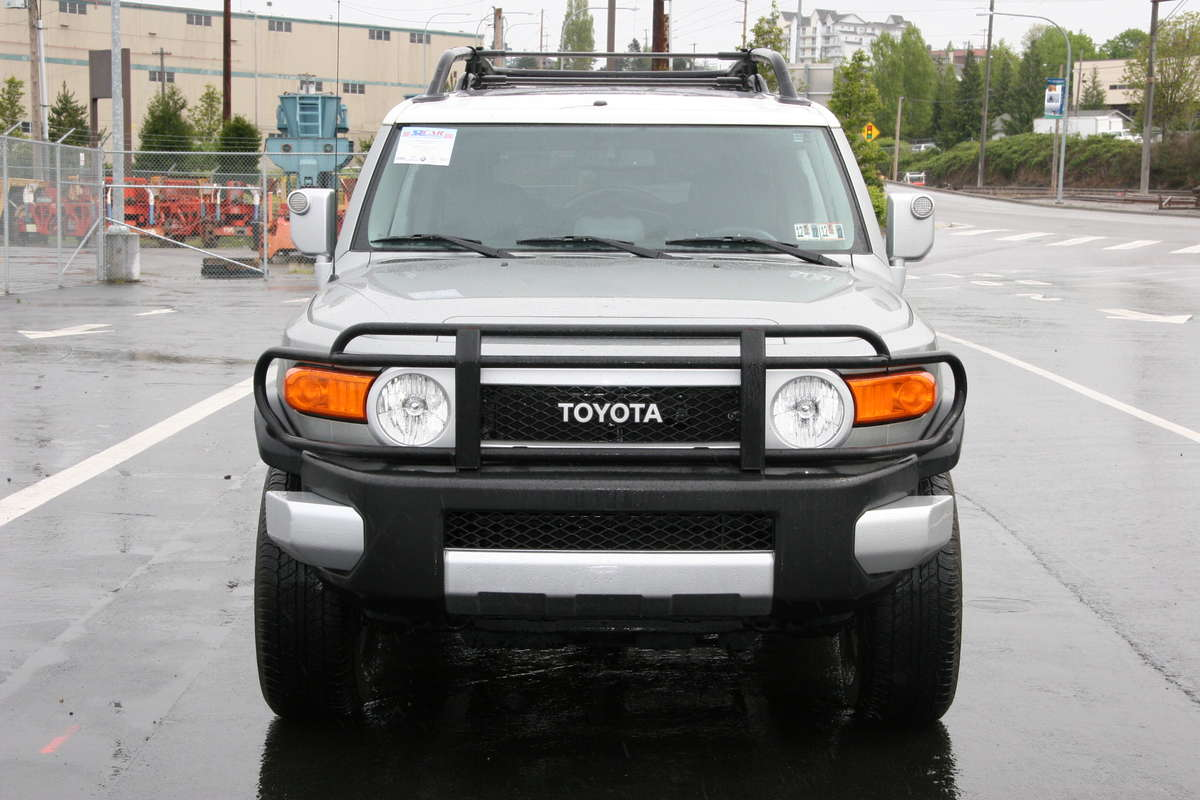 2010 toyota fj cruiser pictures gasoline. Black Bedroom Furniture Sets. Home Design Ideas