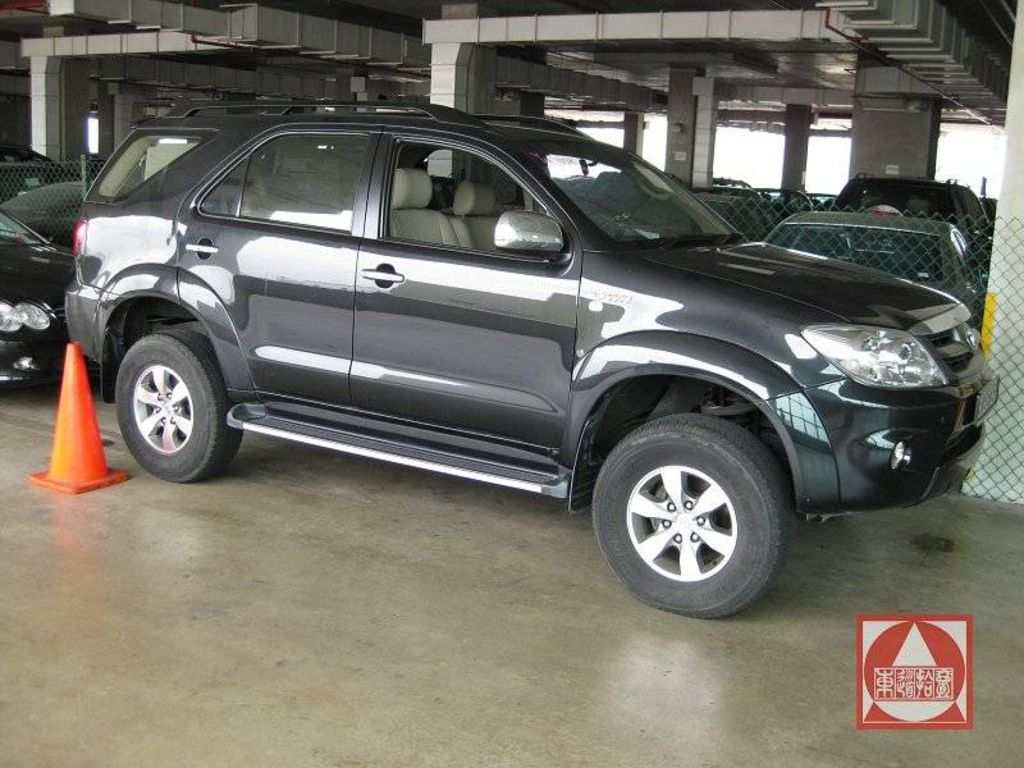 2005 Toyota Fortuner Photos