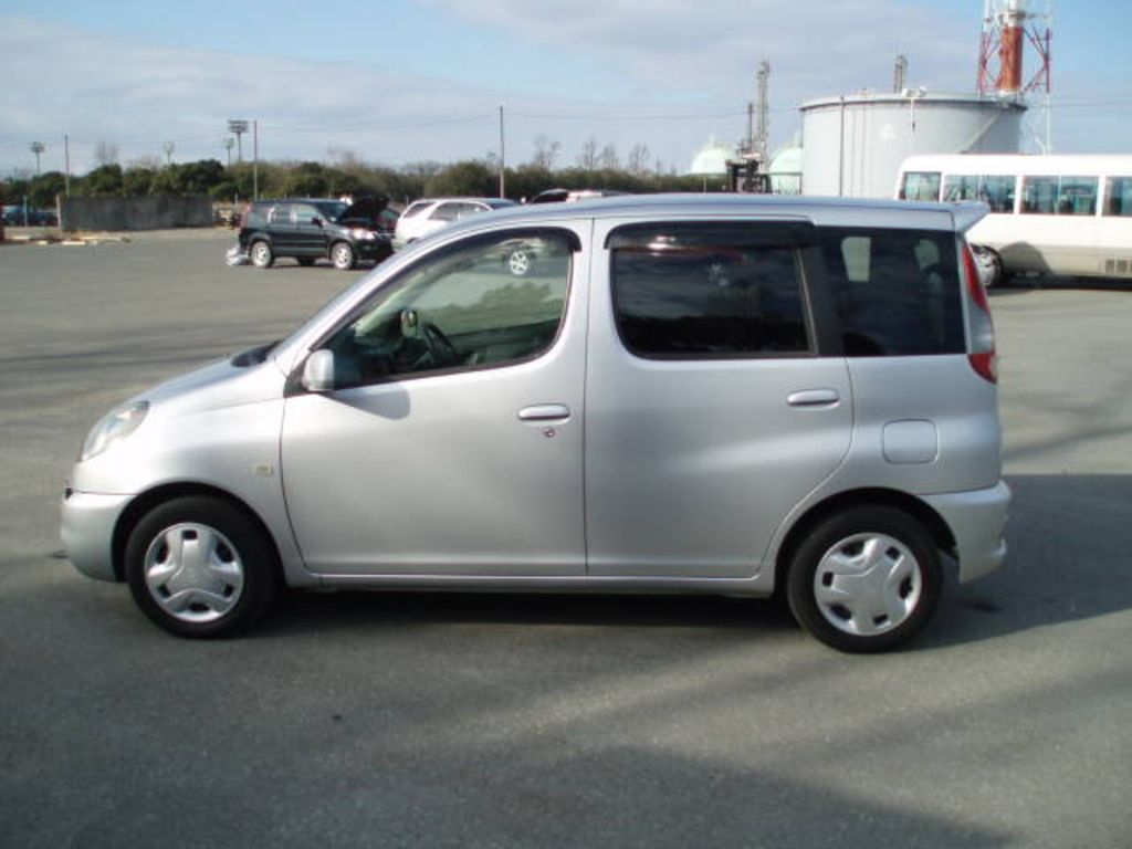 2001 Toyota Funcargo Pictures