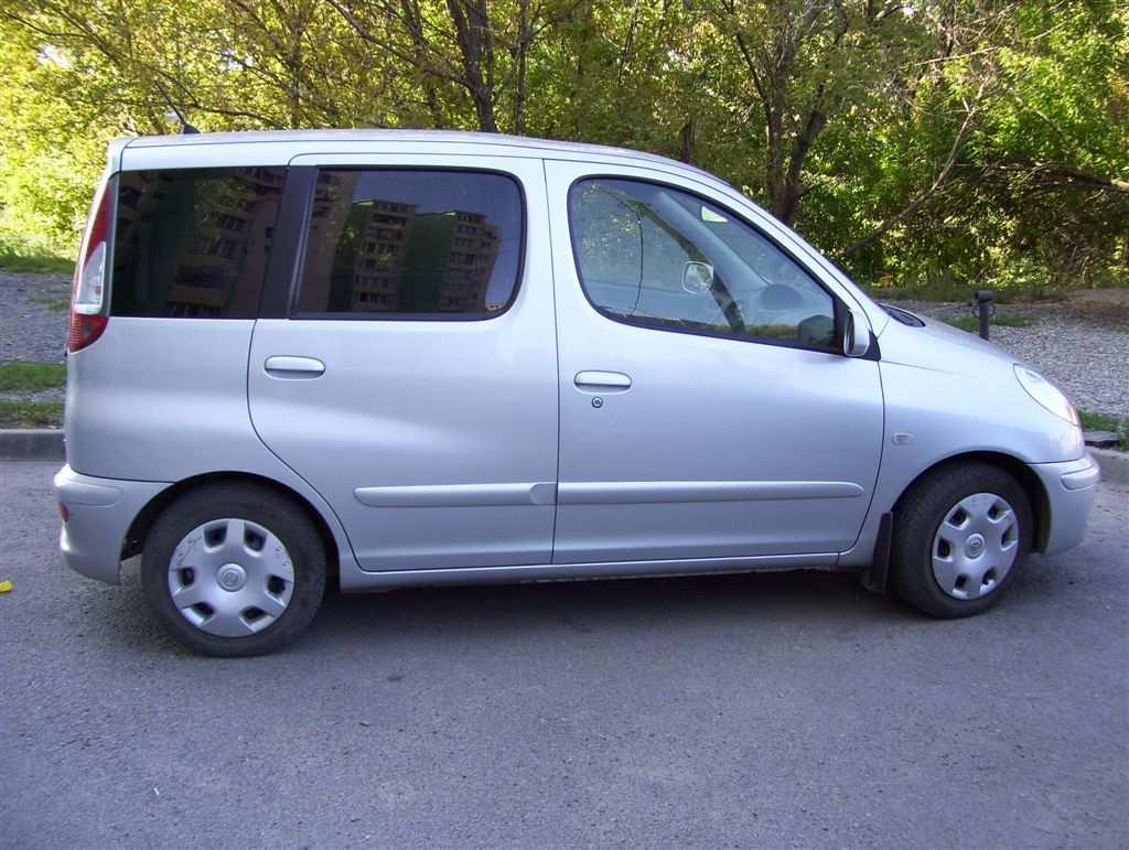 Toyota Funcargo 2003