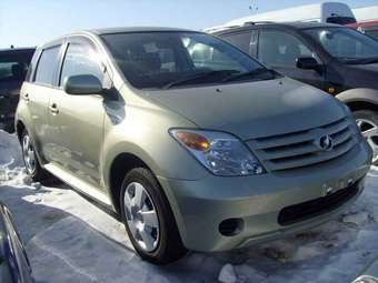 2005 Toyota IST Pictures