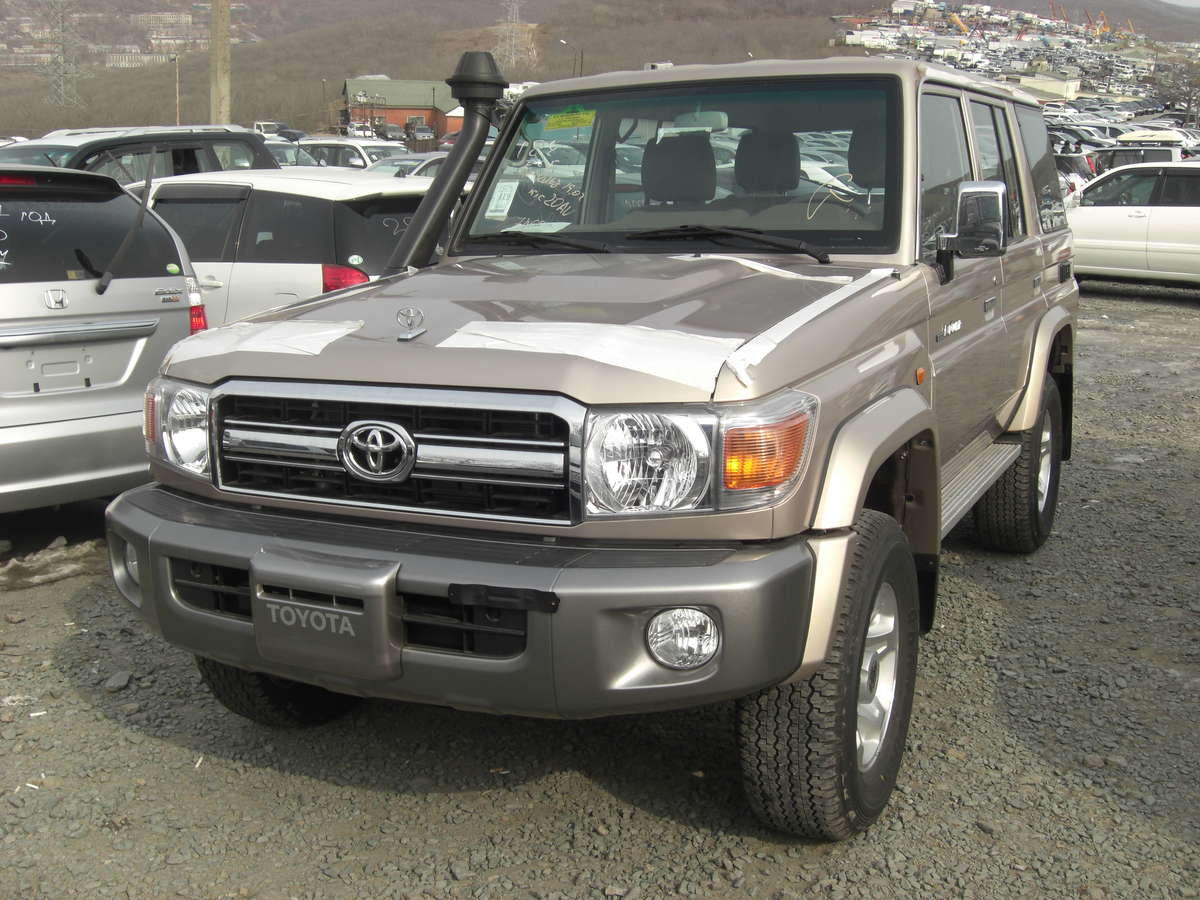 2012 Toyota LAND Cruiser Photos