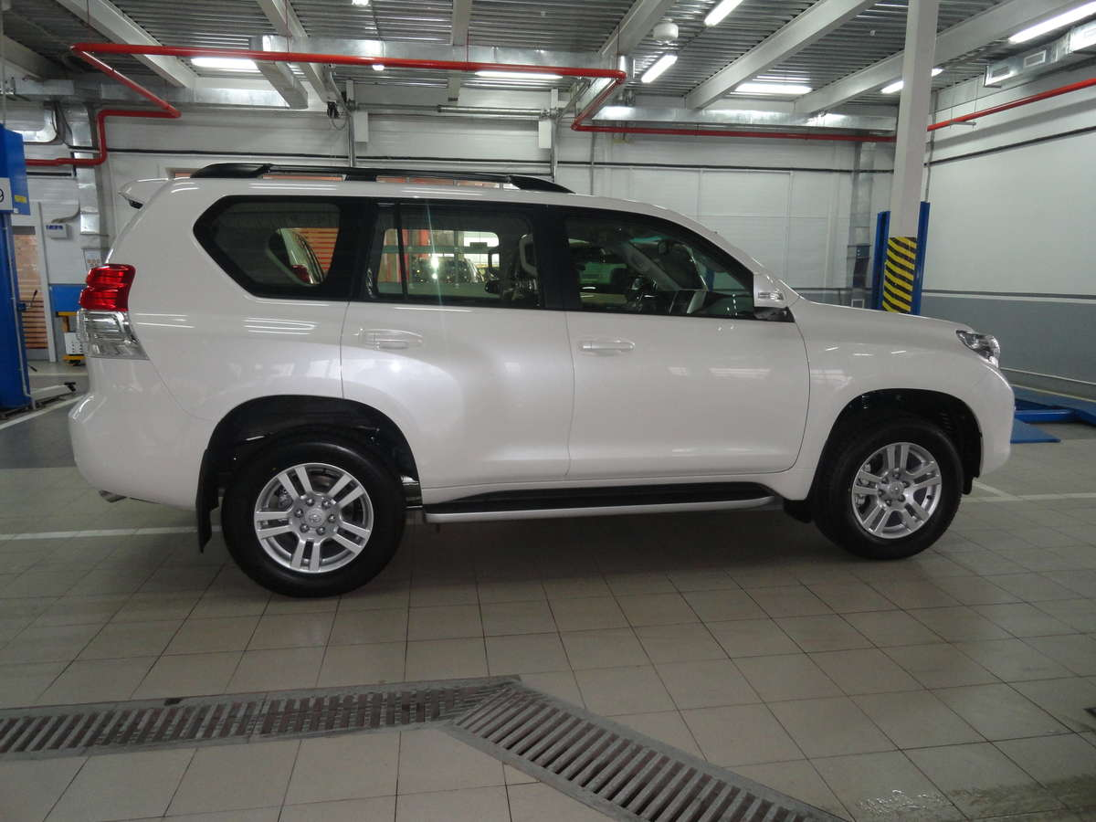 Used 2012 Toyota Land Cruiser Prado Photos 4000cc