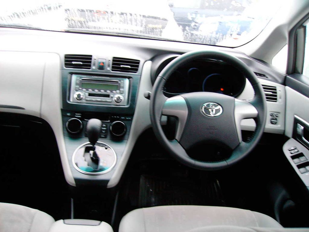 2007 Toyota Mark X Zio Pictures