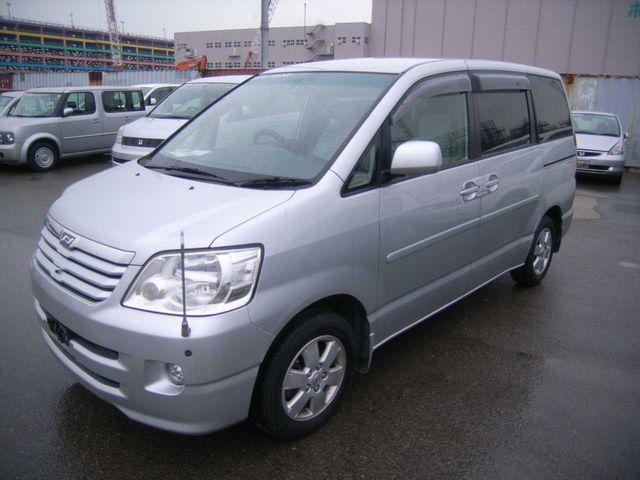 2004 Toyota Noah For Sale