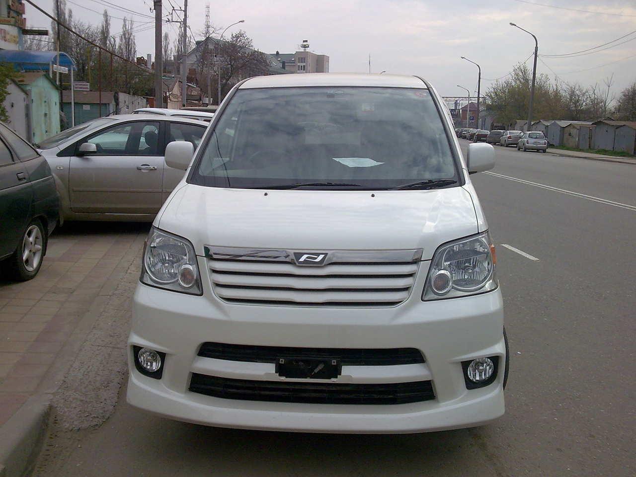 2004 Toyota Noah Pictures  2000cc   Gasoline  Ff