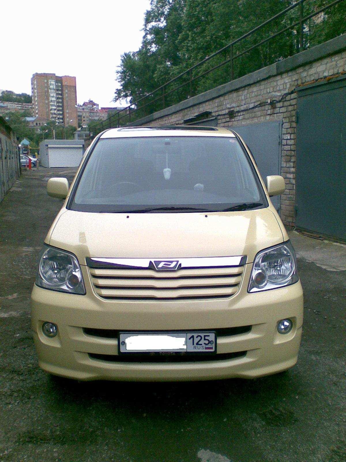 2004 Toyota Noah Pictures  2 0l   Gasoline  Automatic For Sale