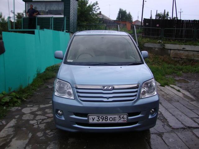 2004 Toyota Noah For Sale  2 0  Gasoline  Ff  Automatic