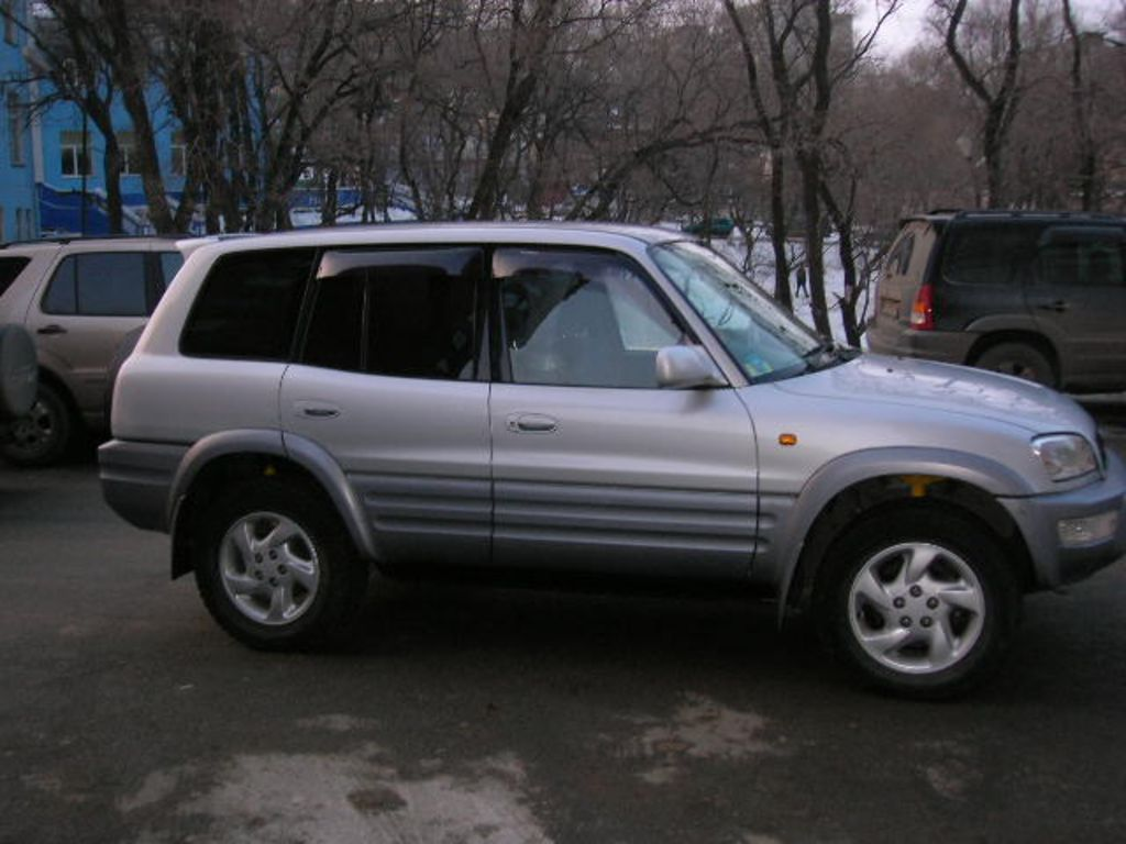 Photo #1 - Enlarge photo 1024x768 1998 Toyota RAV4 Photos