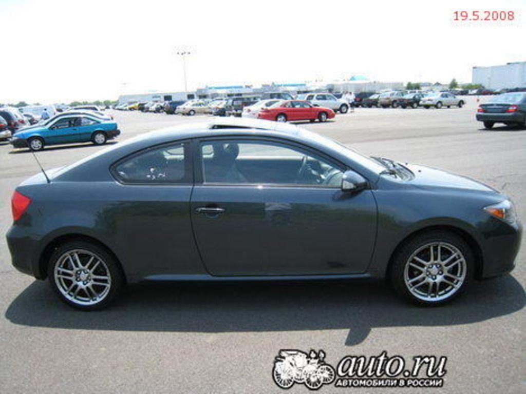2004 Toyota Scion Pictures
